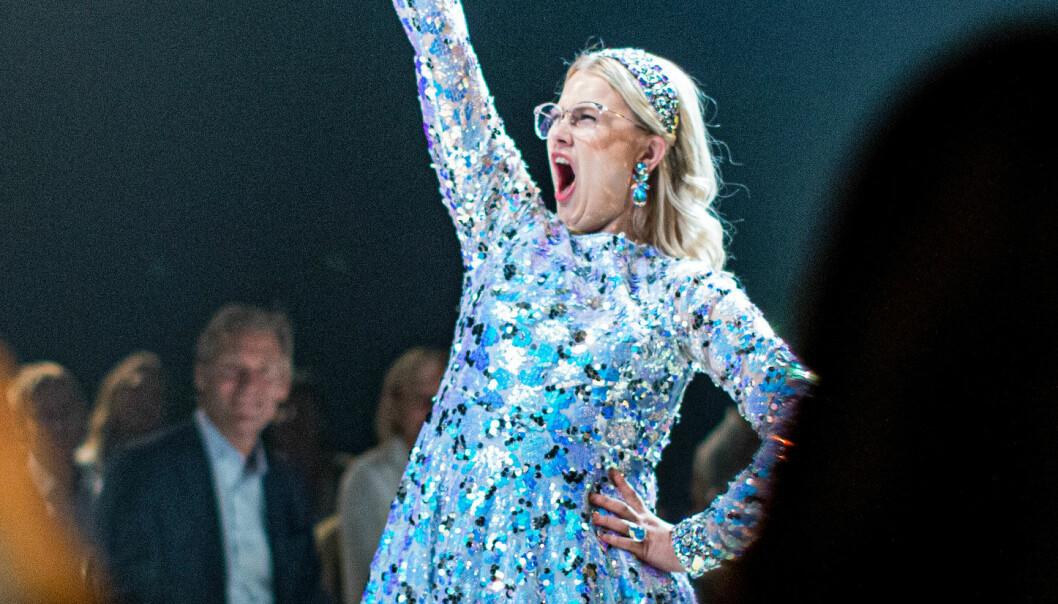 Caroline Svedbom lanserar specialdesignad kollektion för Glada Hudik-teaterns film Catwalk.