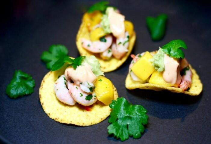 Catarina Königs recept på räk- och mangoceviche på krispiga nachos