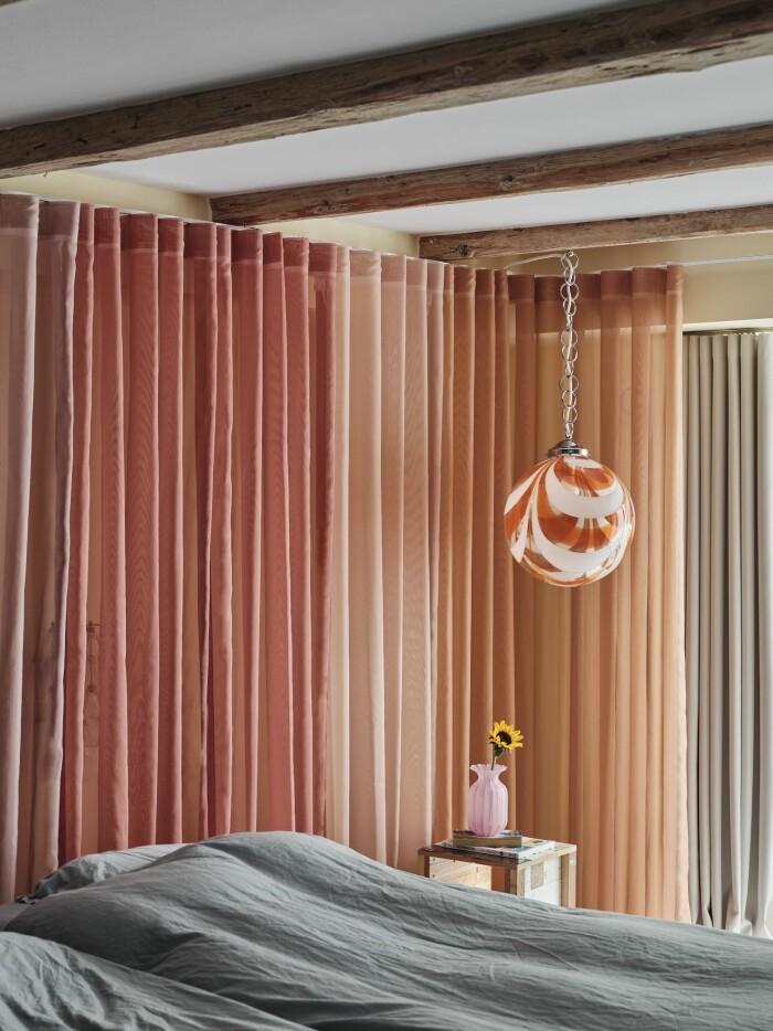 Hemma hos Cathrine de Lichtenberg ELLE Decoration sovrum textil Kvadrat