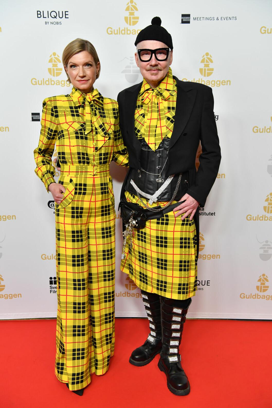 Cecilia Frode och designern Peter Englund på röda mattan på Guldbaggegalan 2020