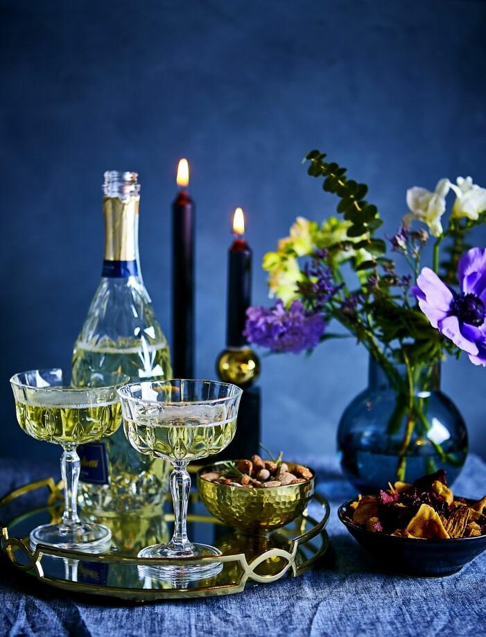 Champagne och tilltugg till nyår