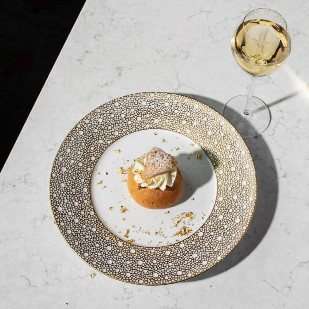 Servera gärna champagnesemlan med ett glas champagne!