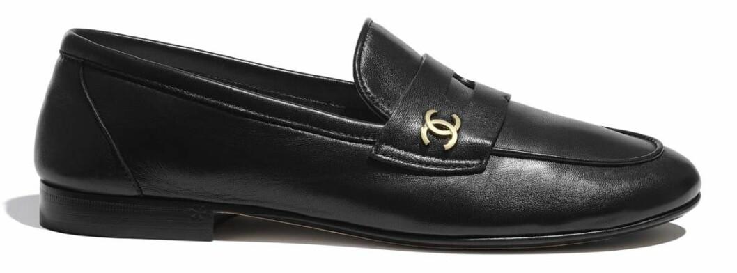 tidlösa loafers från Chanel.