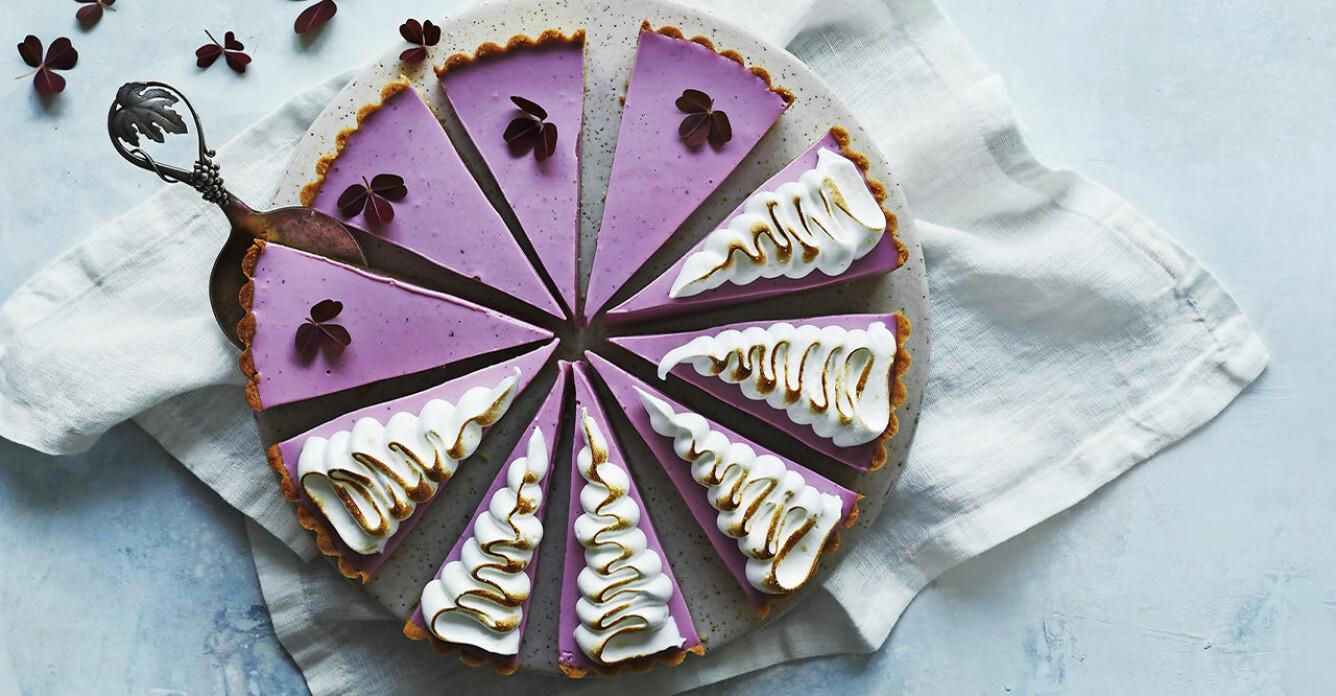 Recept på cheesecake med skogsbär och maräng