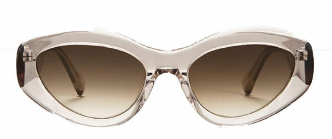Solglasögon från Chimi i ljus nyans.