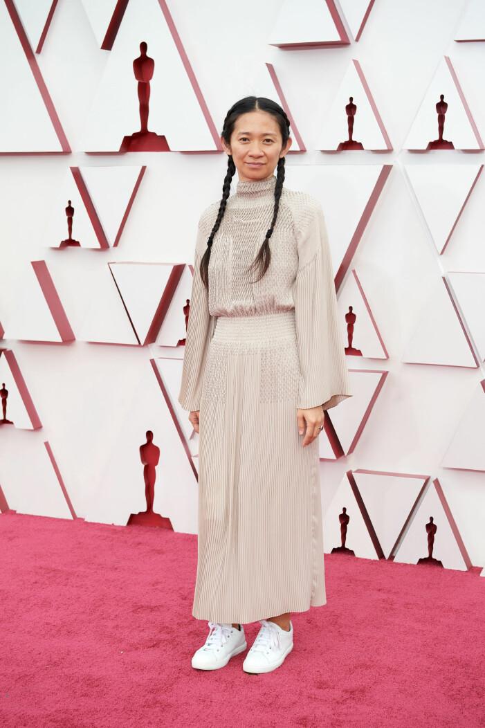 Chloe Zhao på röda mattan på Oscarsgalan 2021
