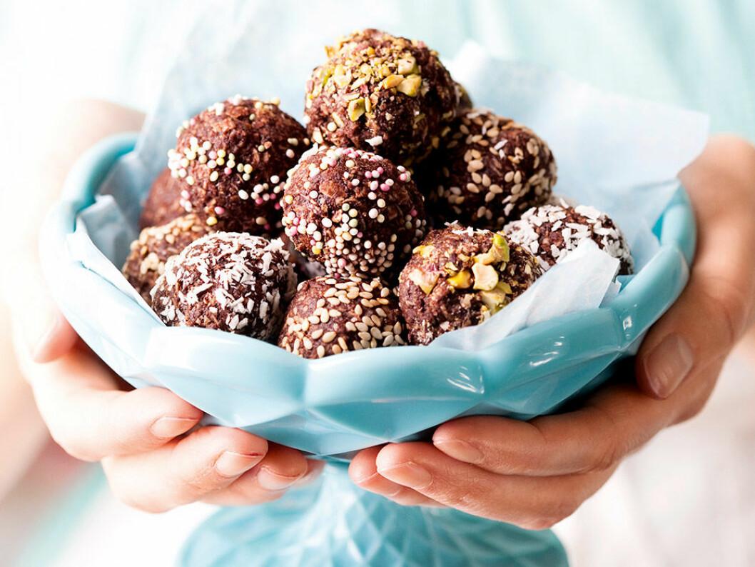 Chokladbollar med olika strössel.