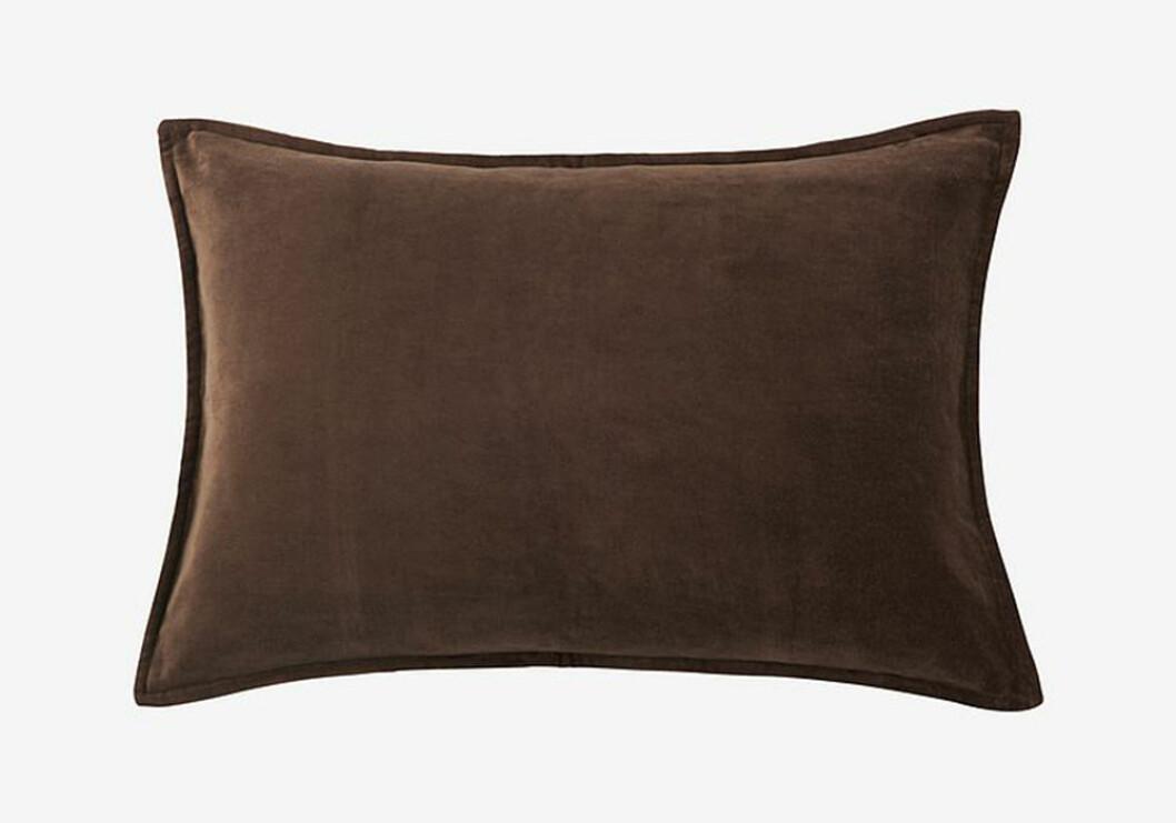 sammetskudde i brunt från ellos home