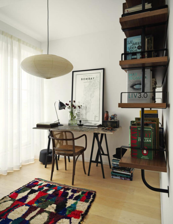 Arbetsrummet med utgång till en av hemmets två terrasser