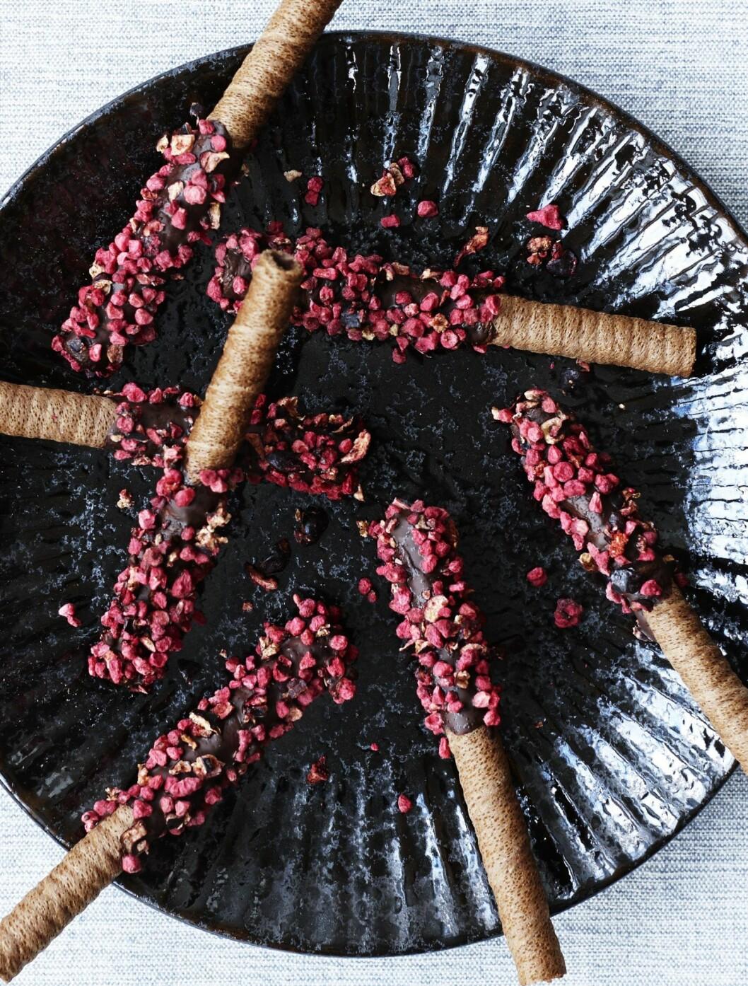 Recept choklad- och hallondoppade chokladkex