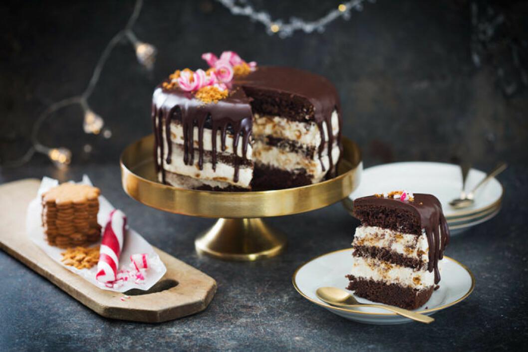 Chokladtryffeltårta med polkagris.