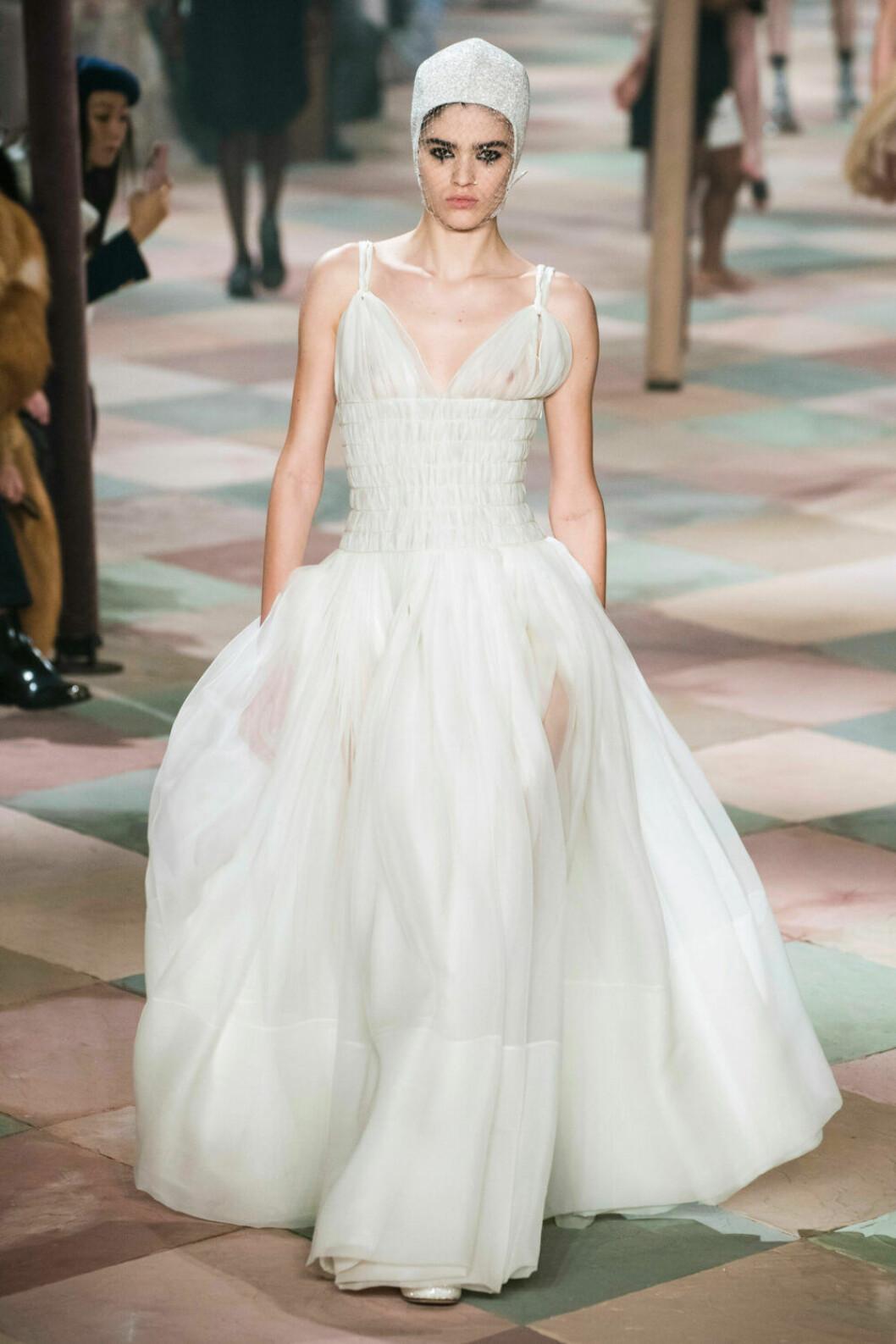Vit långklänningsdröm på Diors SS19 haute couture–visning