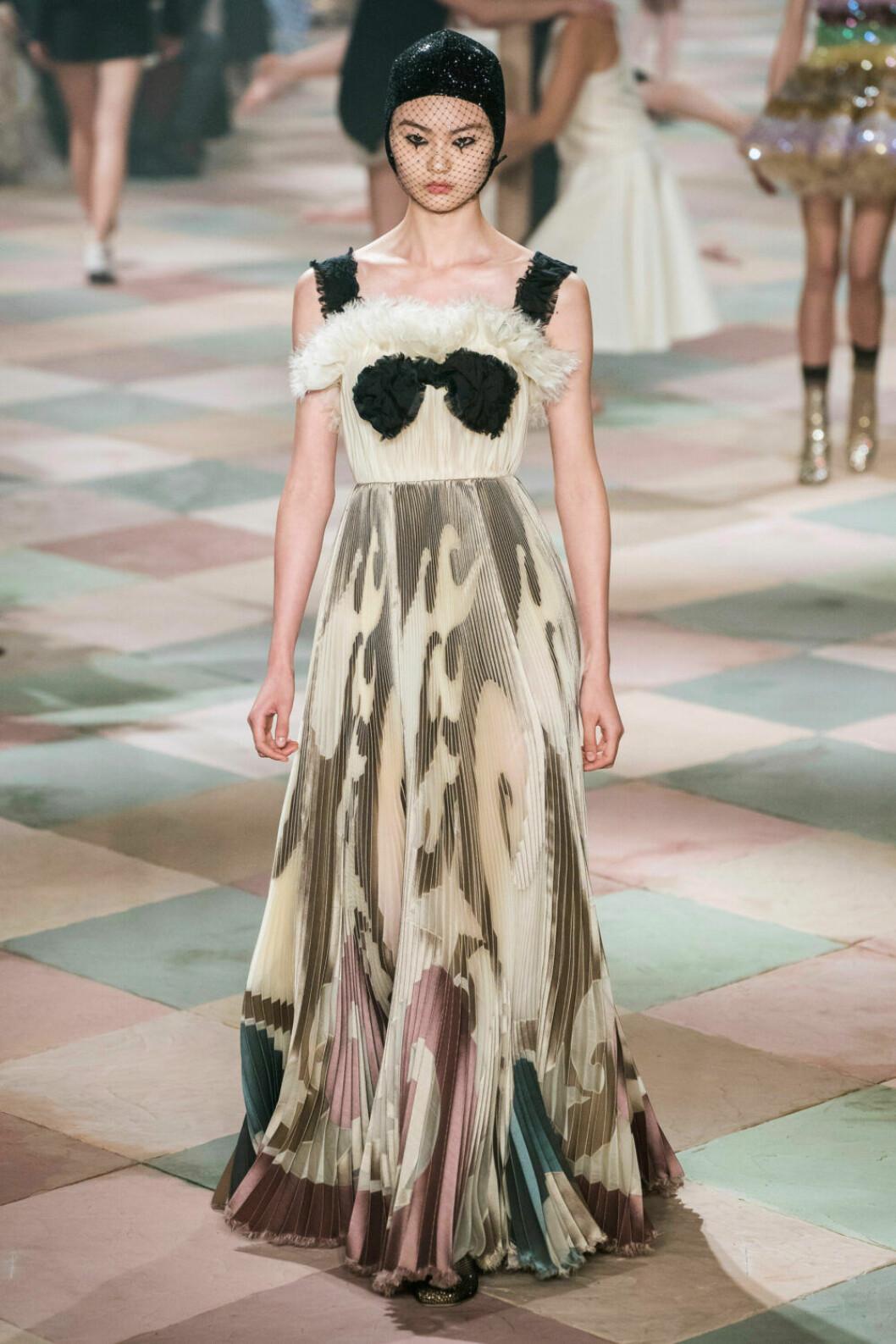 Svartvit blåsa på Diors SS19 haute couture–visning
