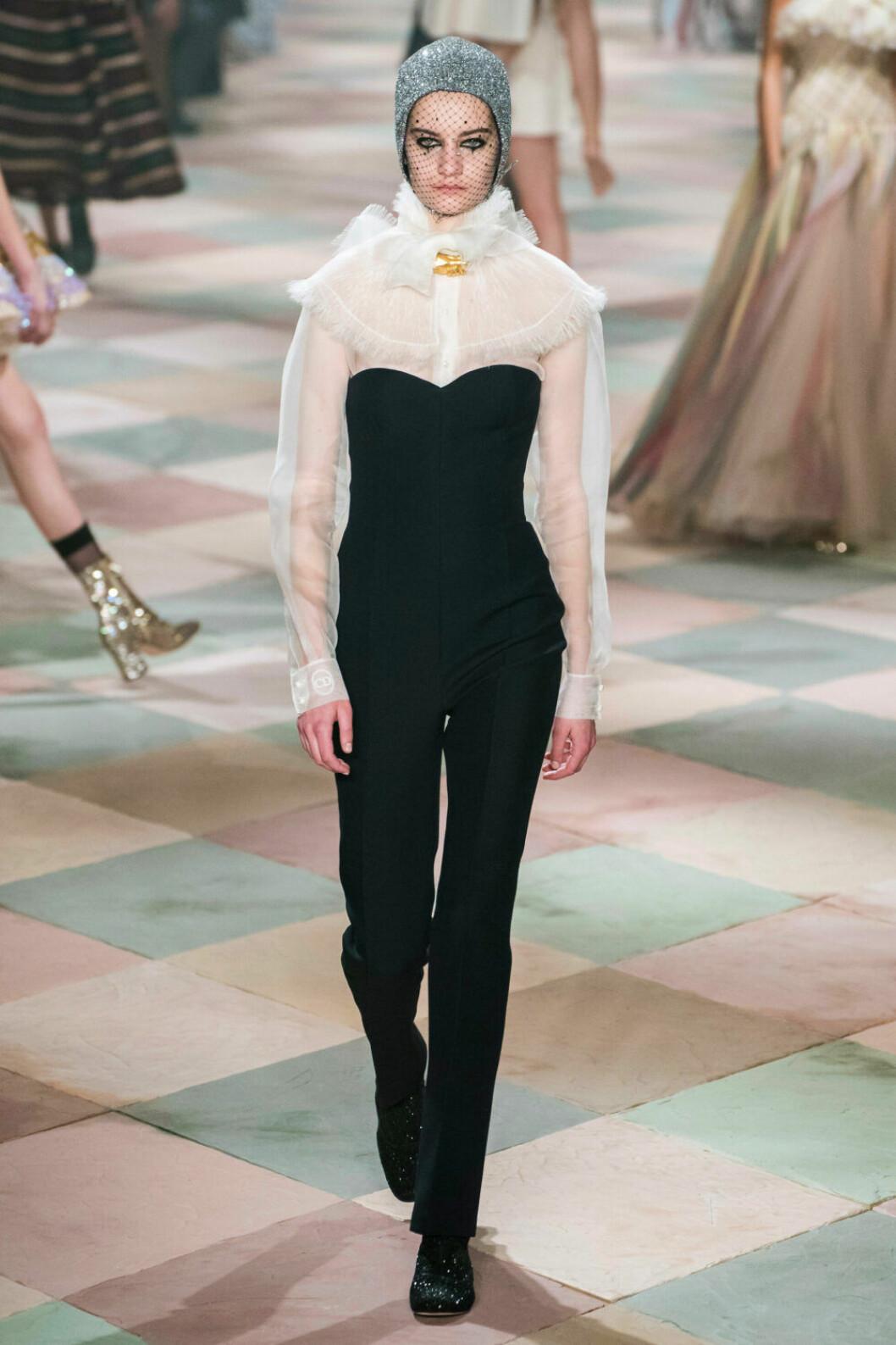 Underbar tyllkrage på Diors SS19 haute couture–visning
