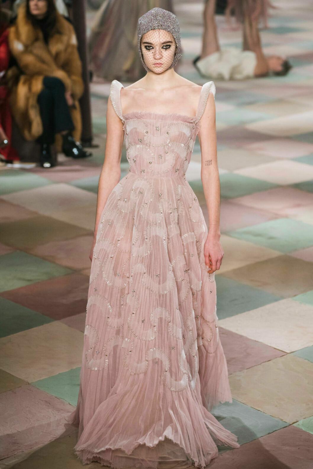 Skirt och ljusrosa på Diors SS19 haute couture–visning