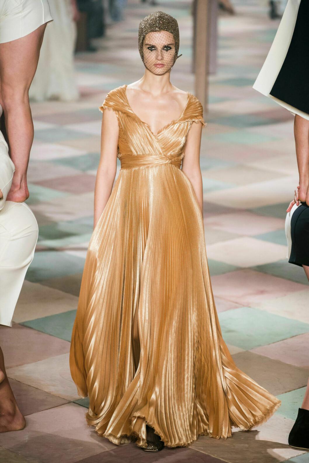Guldigt och böljande på Diors SS19 haute couture–visning