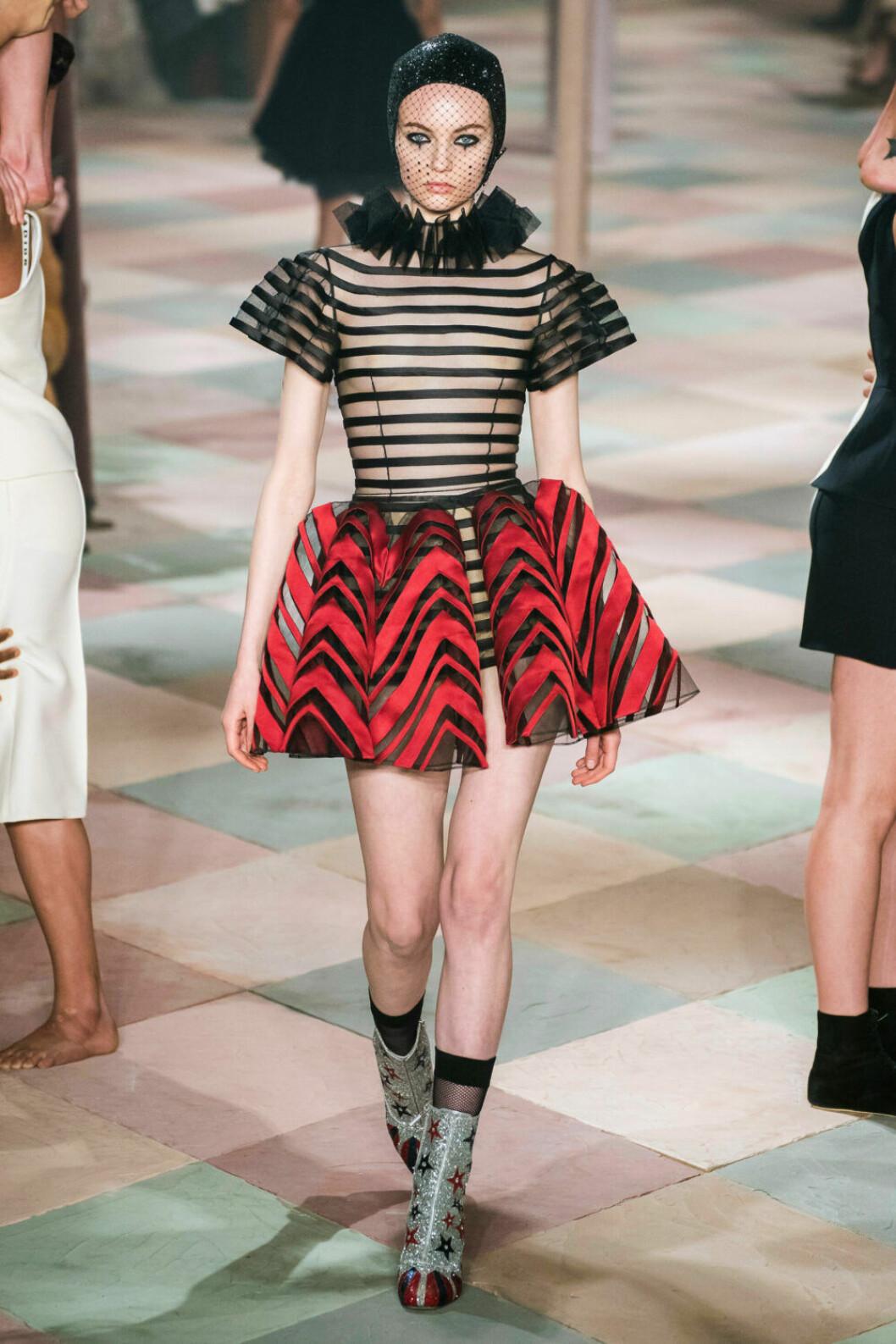 Randigt i olika tappningar på Diors SS19 haute couture–visning