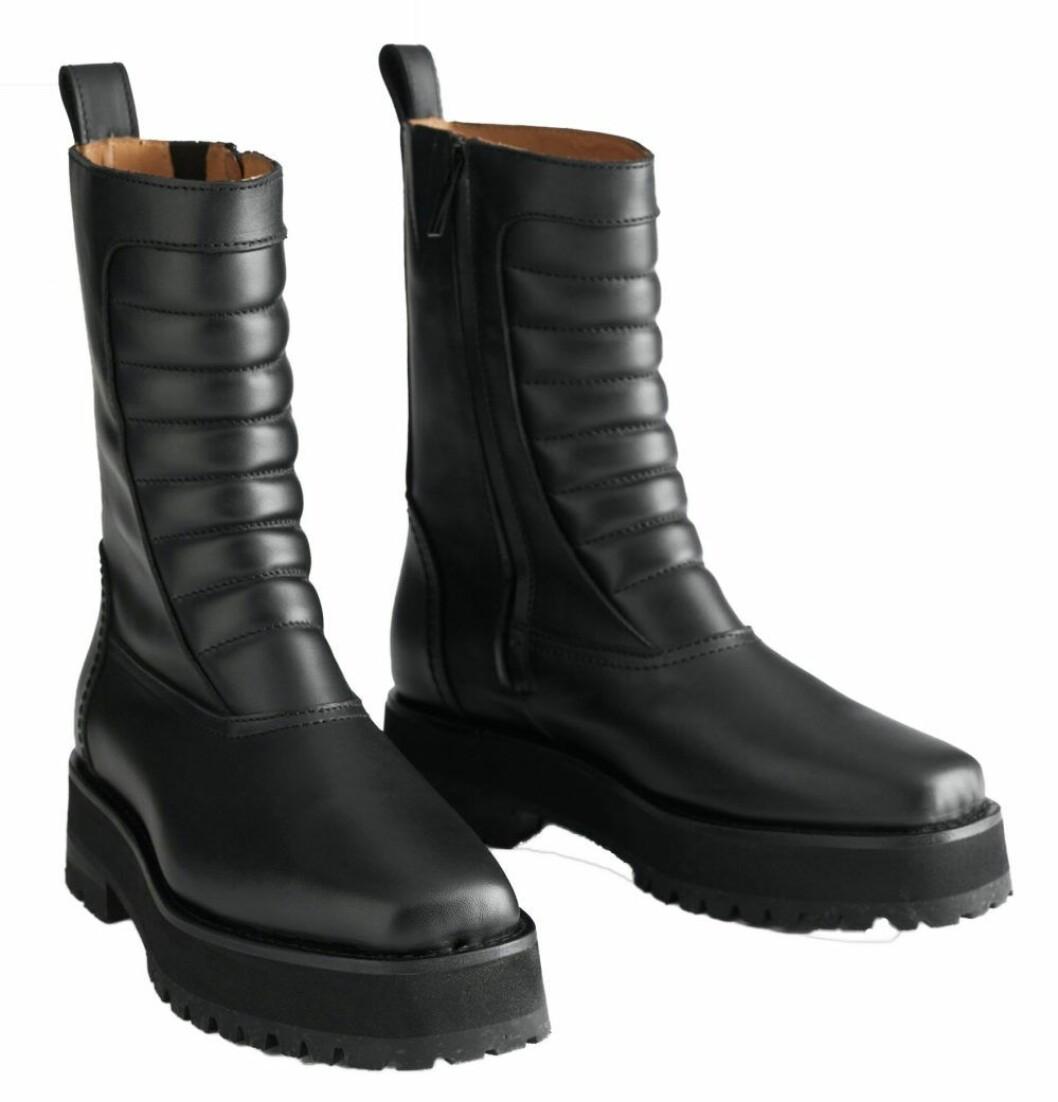 Höga chunky boots från & Other stories med dekorativa räfflade detaljer