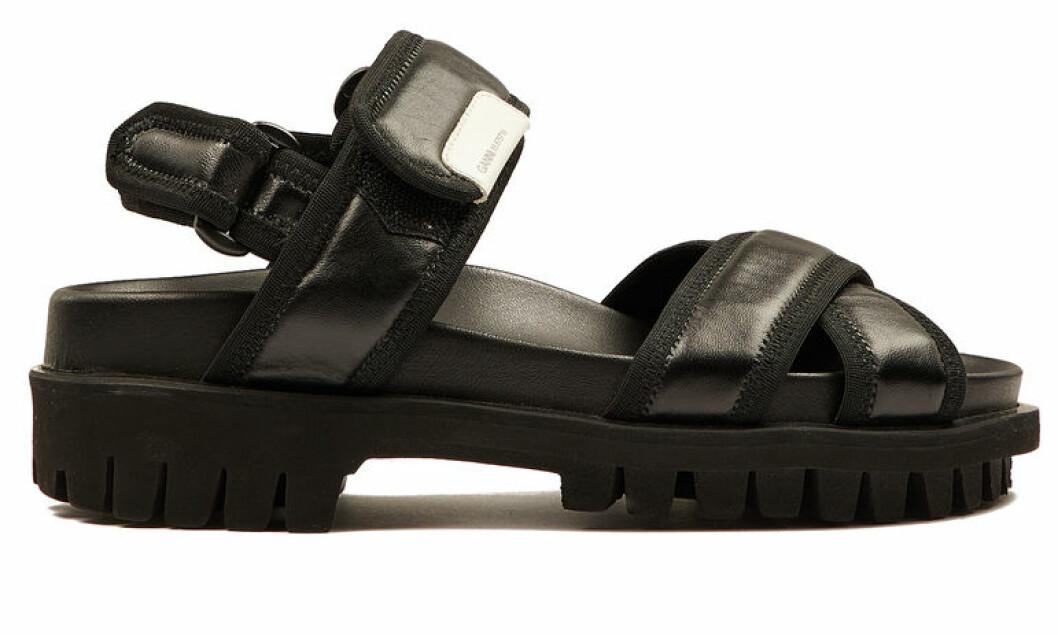 Sandaler med kardborreband från Ganni.