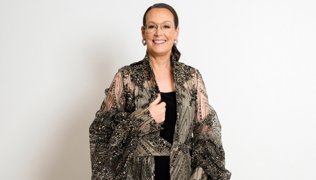 Cia Jansson i klänning av Selam Fessahaye på Nobelfesten i SVT