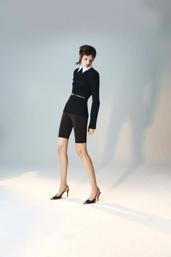 Modellen bär ett vintage skärp från Celine/Auktionsverket