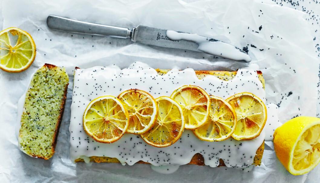 Recept på citronkaka med mandelmassa och vallmofrön
