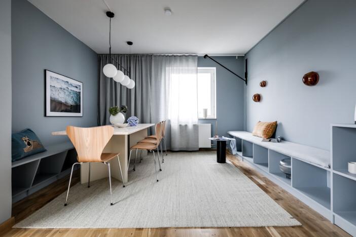 matplats med väggar målade i en harmonisk ljusblå färg från jotun
