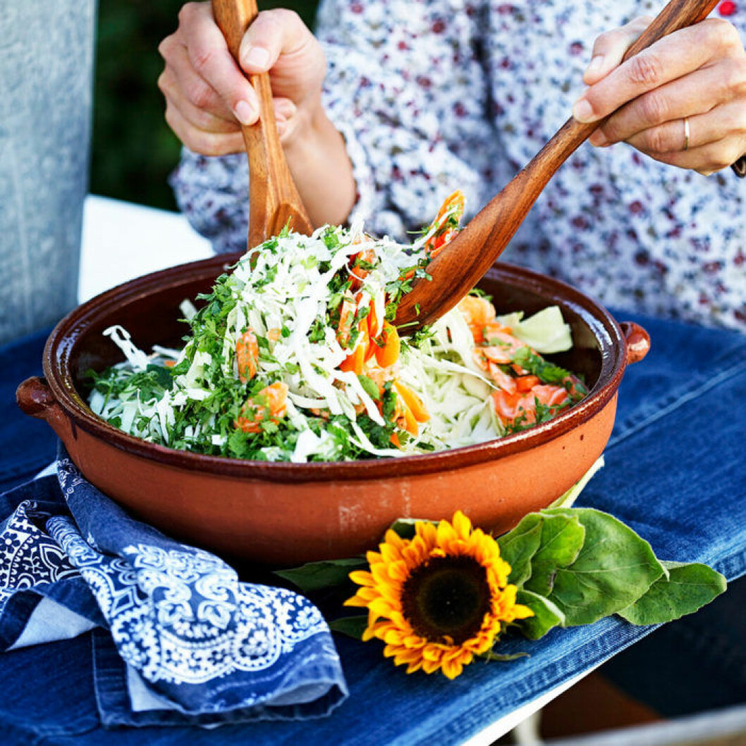 Krämig coleslaw med frisk citrondressing.
