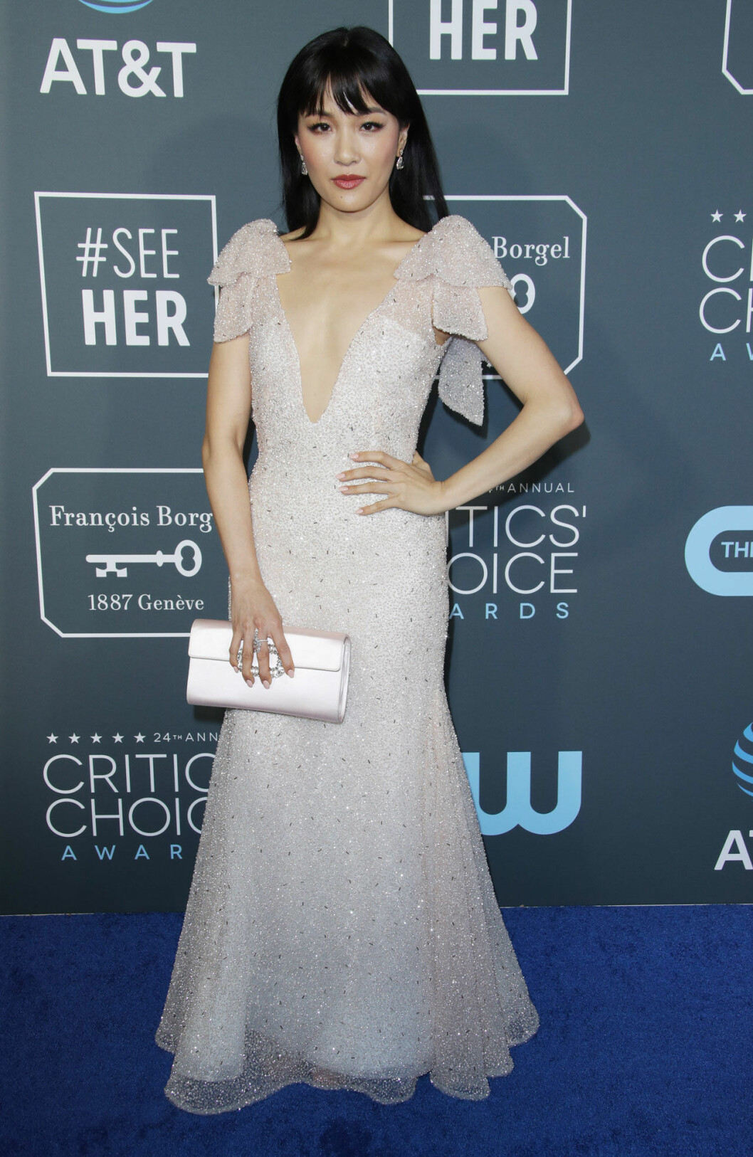 Constance Wu på röda mattan på Critics Choice Awards 2019