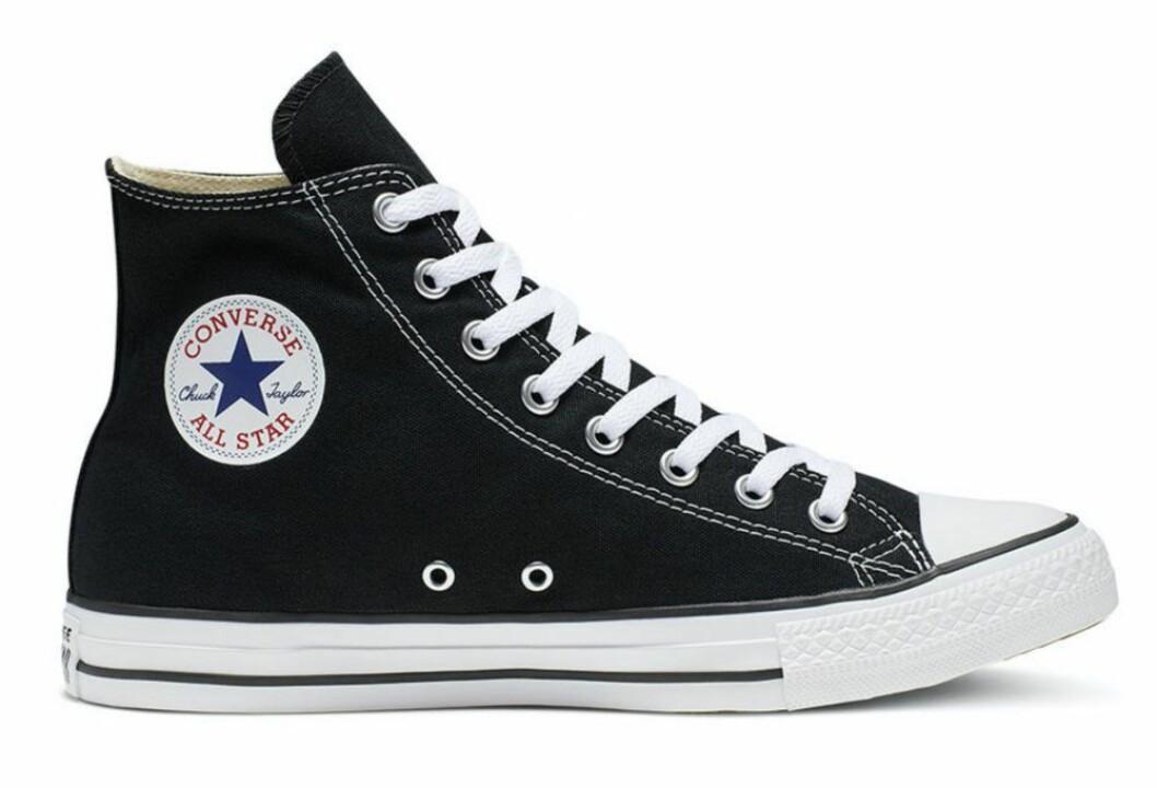 Klassiska Converse i svart.