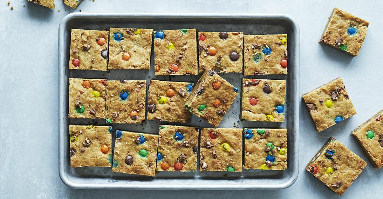 Recept på cookiekaka med chokladknappar