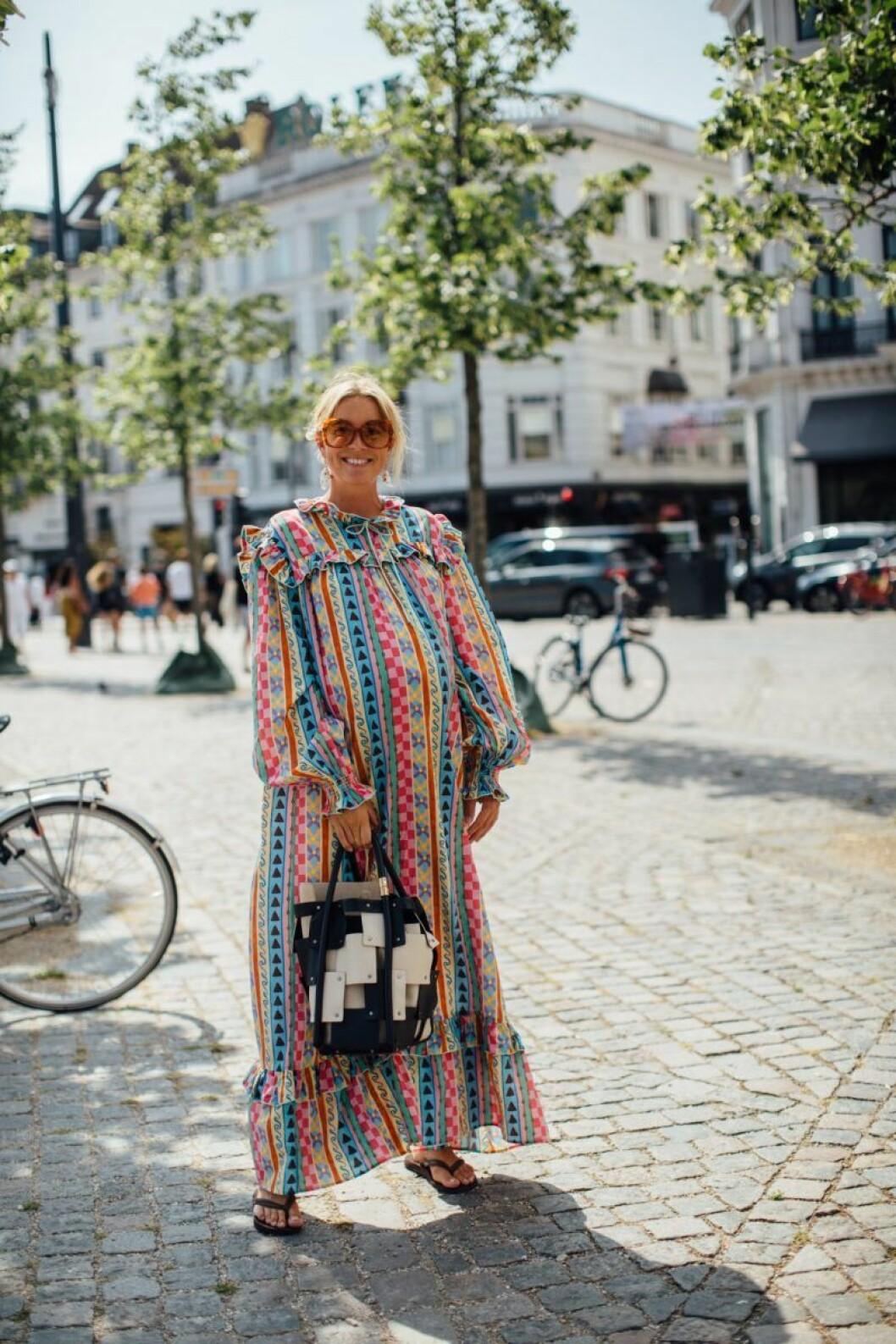Hanna Stefansson satsar på maxiklänningen med magiskt mönster.