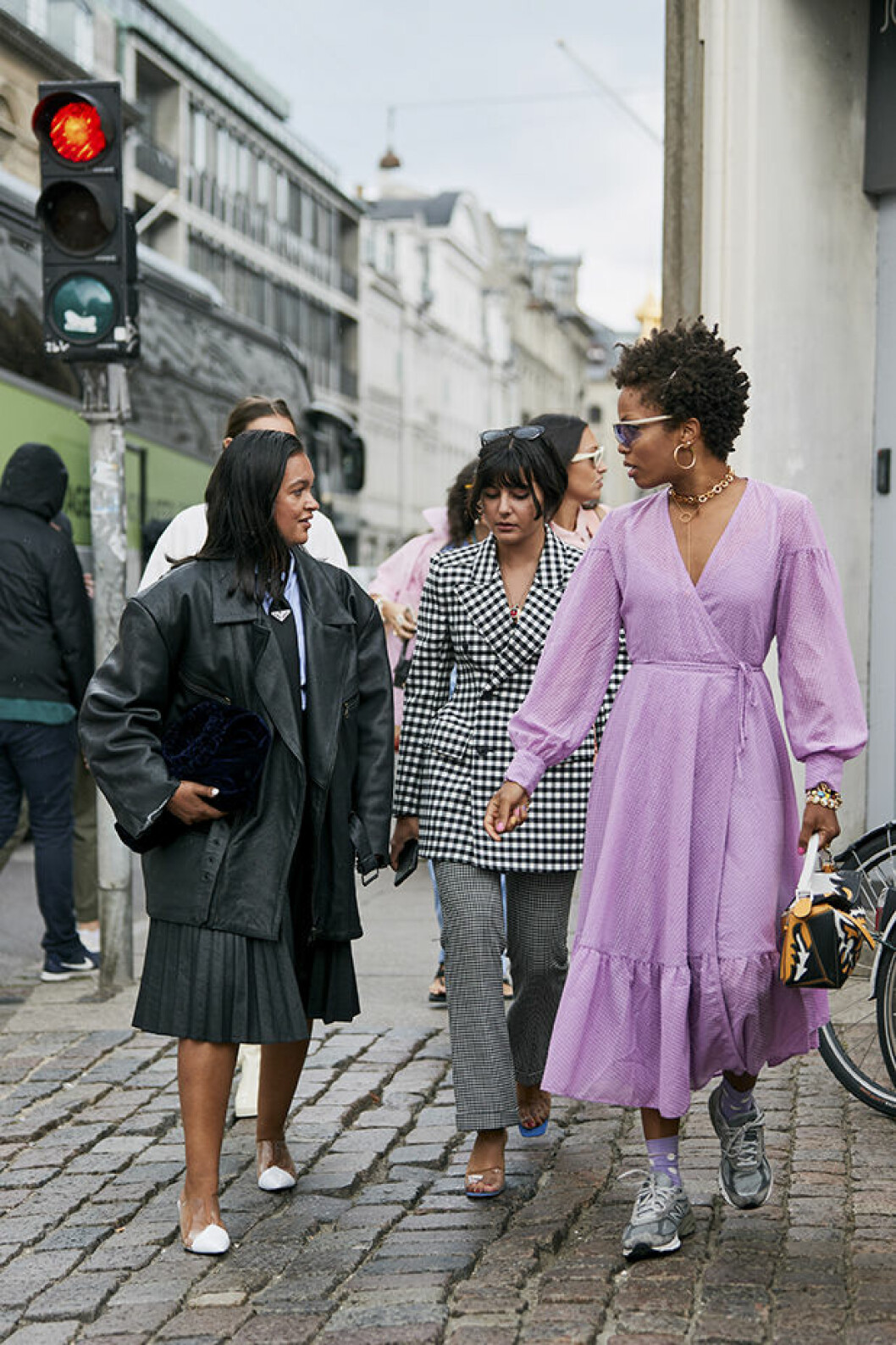Lavendellila streetstyleinspiration från modeveckan i Köpenhamn.