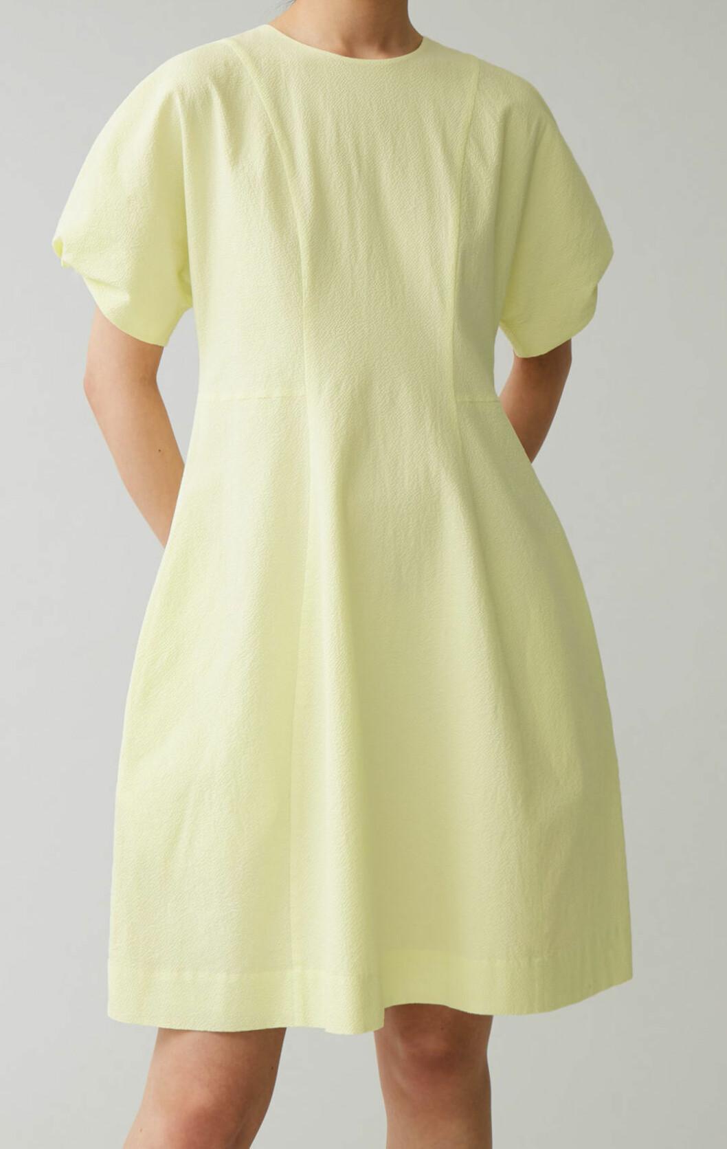 Gul klänning från Cos