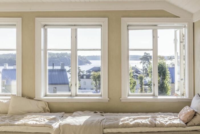 dagbädd vid fönster