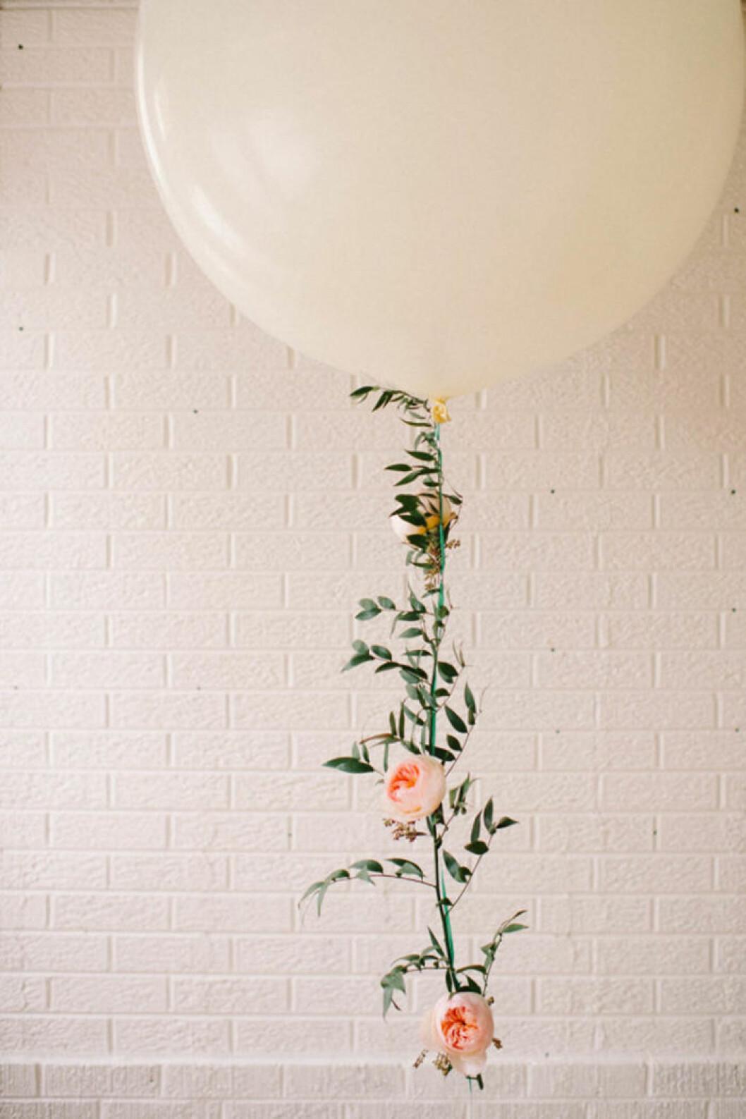 Ballonger med blomsterband.