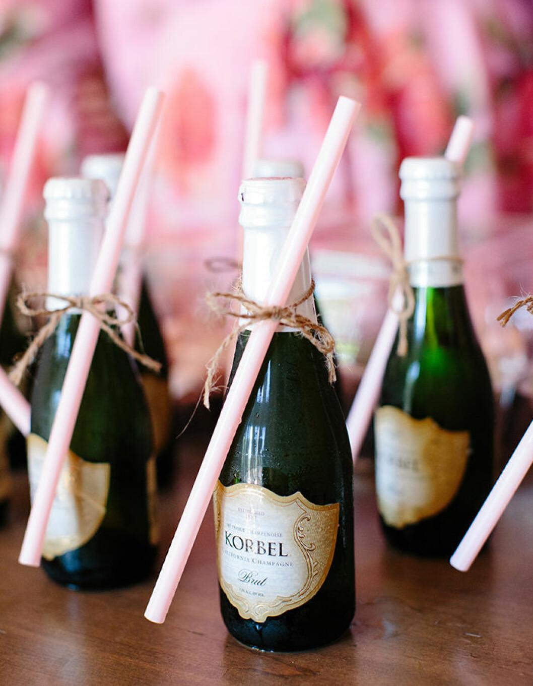 Byt ut champagneglasen.