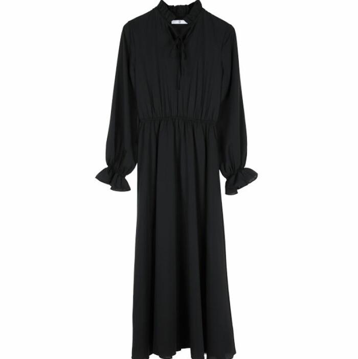 den lilla svarta klänning basgarderob dam 2021