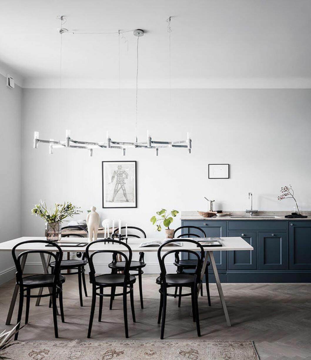 Klassiska designerstolar är ett tidlöst val i den skandinaviska inredningen