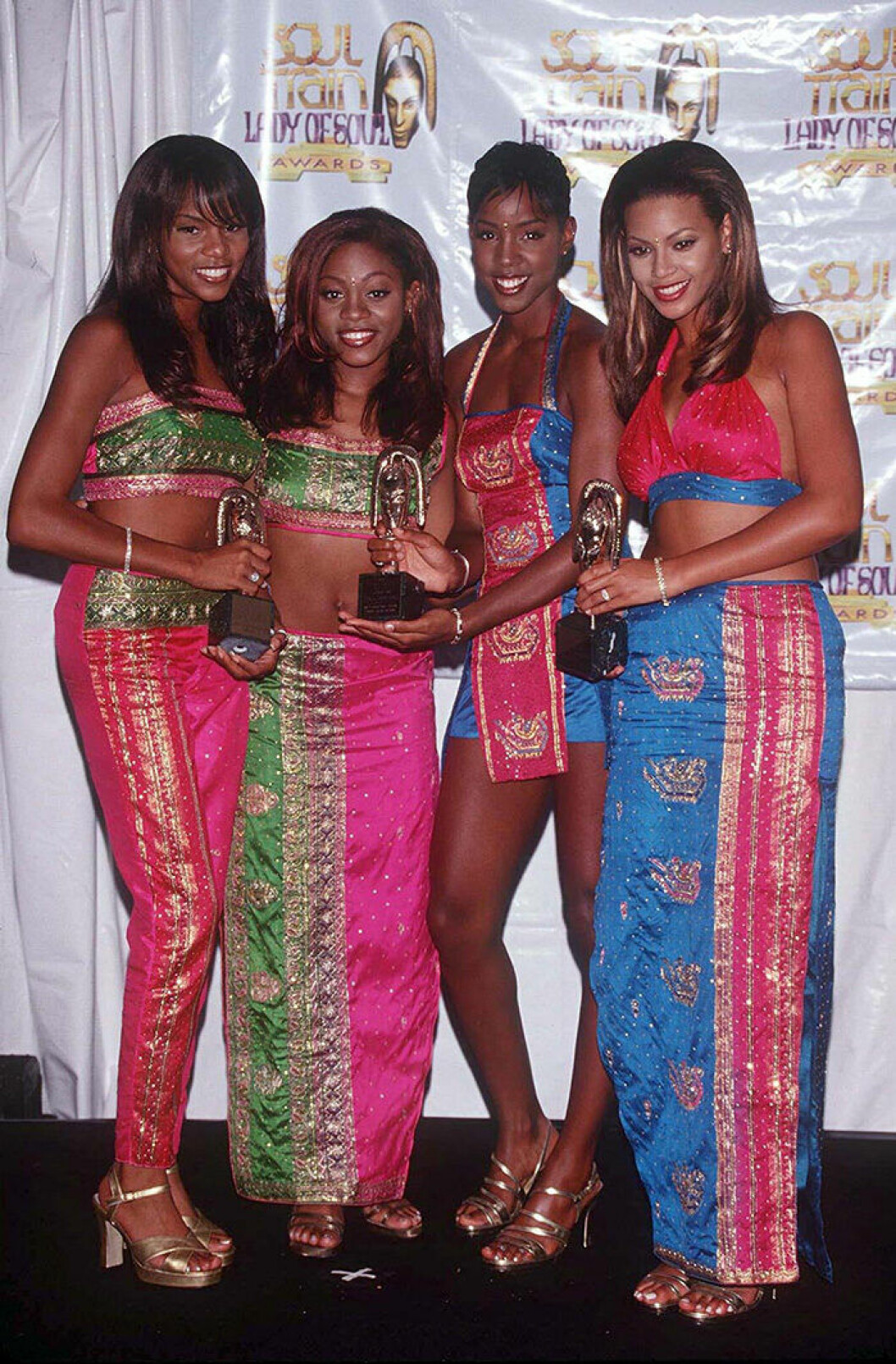En bild på popgruppen Destiny's Child 1998.