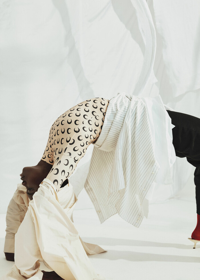 Aprikosfärgad skjorta av återvunnen polyester, randig upcyclad skjorta, vit skjorta av ekologisk bomull