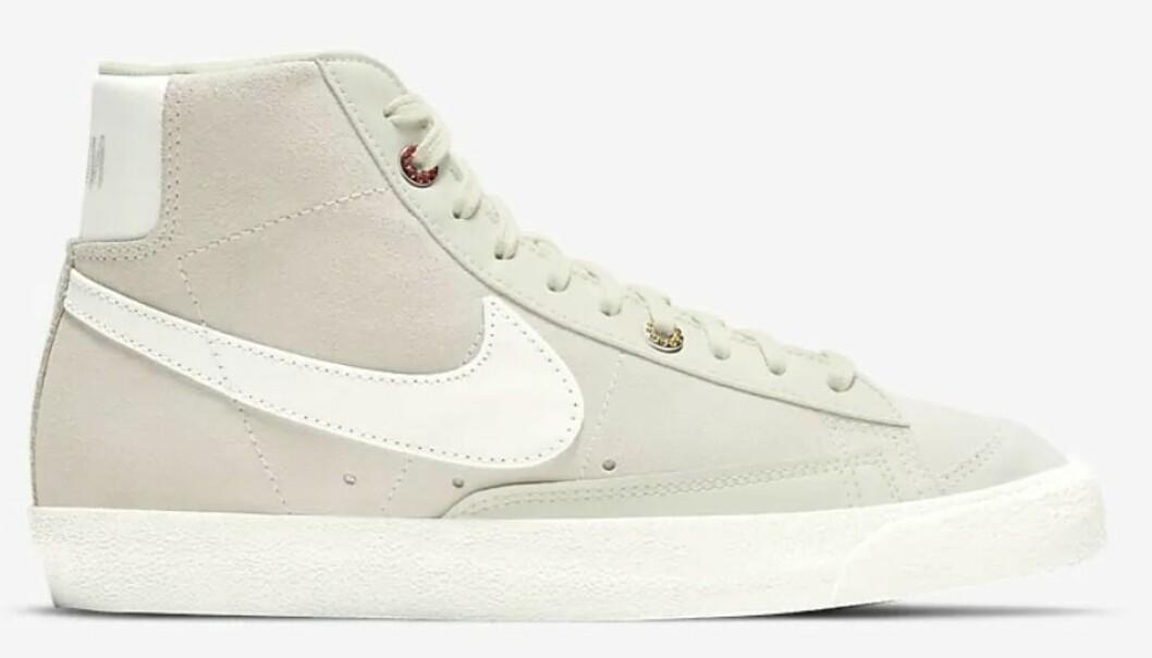 Detaljrika vardagssneakern Blazer mid '77 från Nike i neutral kulör