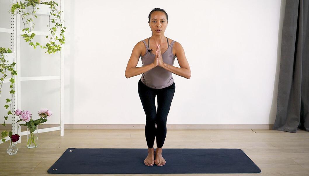 Johanna Ljunggren visar oss hur vi detoxar kroppen med yoga