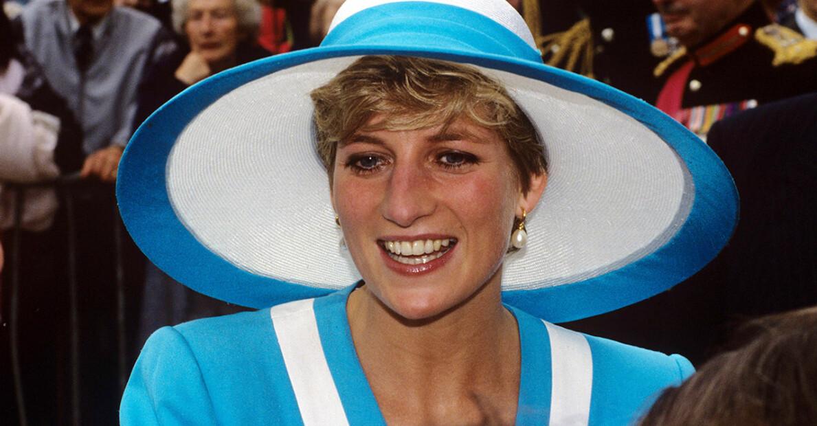 Prinsessan Diana i en vit och blå hatt