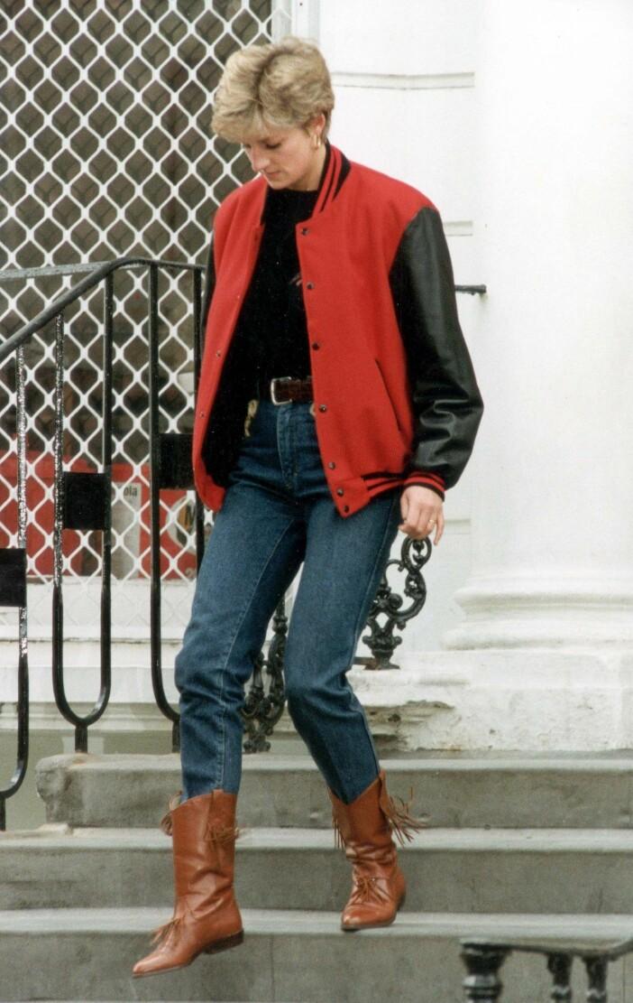 diana i jeans och cowboyboots