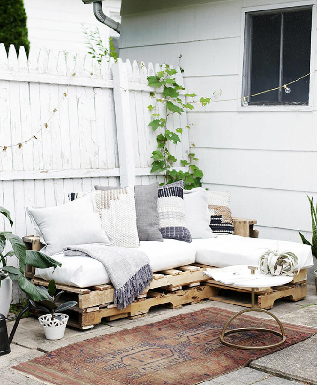 DIY-projekt: Skapa en soffa med lastpallar