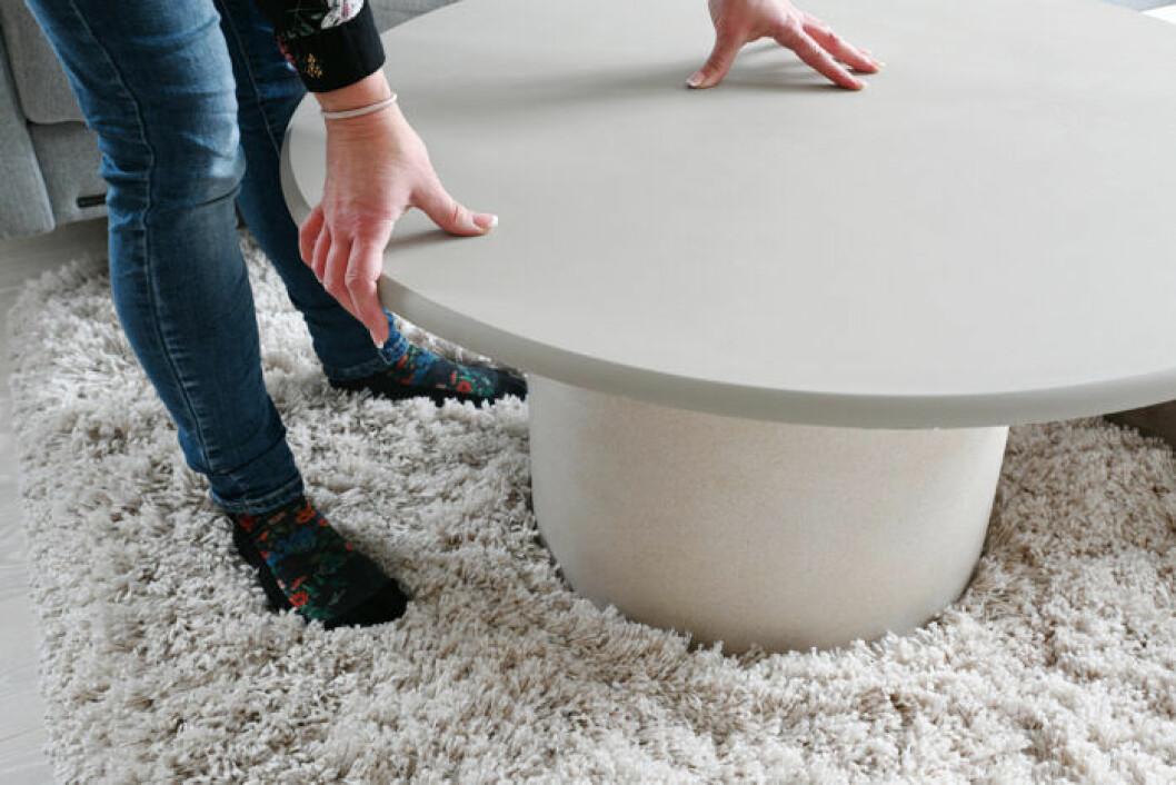 DIY: Stilrent soffbord av en betongkruka, steg 3