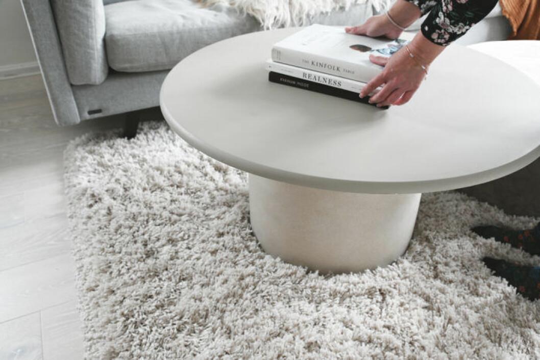 DIY: Stilrent soffbord av en betongkruka, steg 4