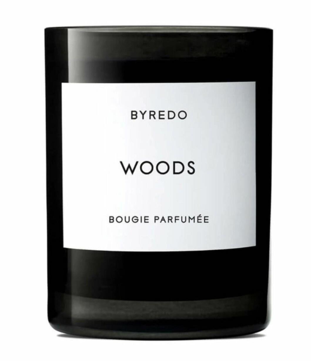 doftljuset Woods från Byredo.