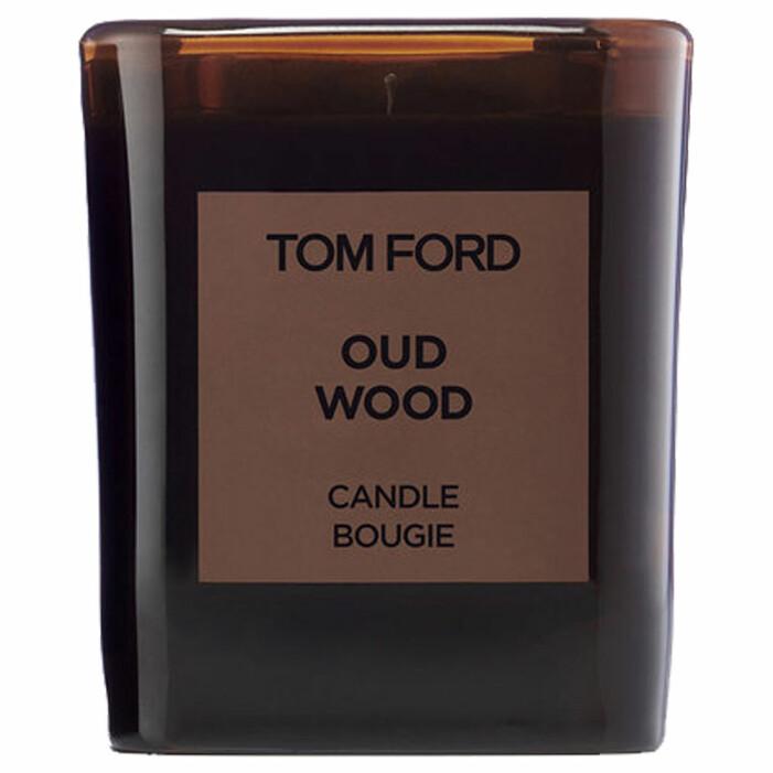 doftljus med oud wood doft från tom ford